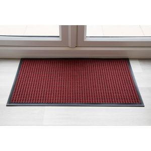 throw-down-heavy-duty-matting-hard-wearing-colour-red-standard-sizing-115-cm-x-240cm
